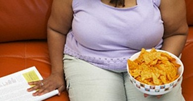 fat-woman-eating-crisps800x445