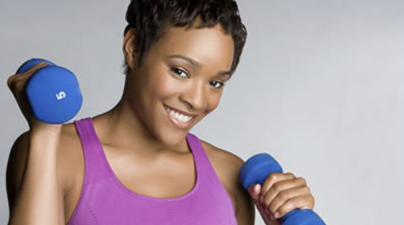 woman with dumbells 800x445